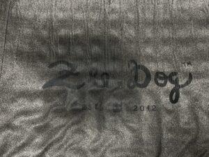 ベッドカバーにおもらしをされたZEE.BED